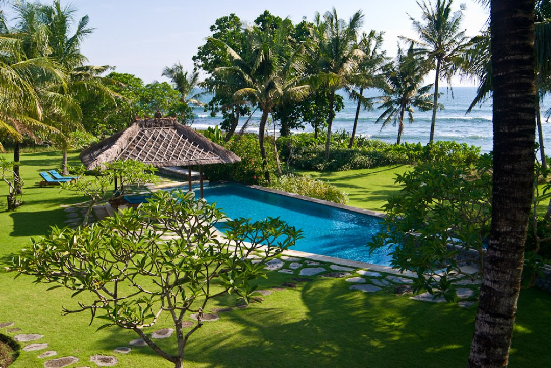 Villa Arika Pool and Garden