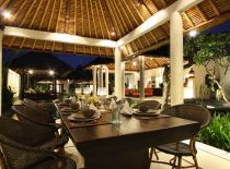 Villa Sesari, Romantic dining by the pool